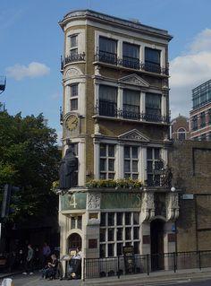 Blackfriars, Queen Victoria Street