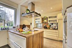 Holzbretter, Besteck, Schwämme und Co. – in eurer Küche wimmelt es nur so von Bakterienherden. Wie ihr diese mit Putztricks beseitigt, verraten wir hier!