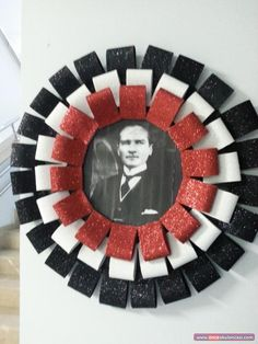 Atatürk Çerçevesi Diy And Crafts, Crafts For Kids, Board Decoration, Paper Ornaments, Pre School, Diy Art, Decoupage, Projects To Try, Gift Wrapping