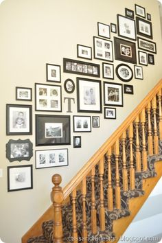 26 Modern Stairway Gallery Wall Decorating Ideas You Should Try Picture Wall Staircase, Stairway Gallery Wall, Picture Frames On The Wall Stairs, Wall Decor For Stairway, Staircase Frames, Picture Walls, Photo Walls, Picture Arrangements, Photo Arrangement