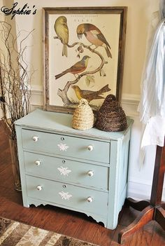 I transformed this little antique dresser that I scored at an auction in just a few hours with just a little paint, new hardware, and a few honeybees... http://…