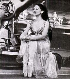 Dame Margot Fonteyn,Ondine,Royal Ballet. ✯ Ballet beautie, sur les pointes ! ✯