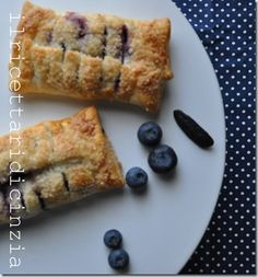 Mini blueberry strudel with Tonka beans / mini strudel ai mirtilli al profumo di fava tonka