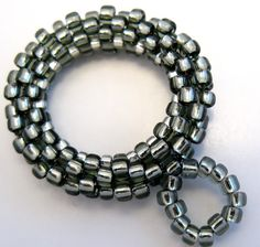 Make Your Own Beaded Clasp from my-amari.com   #Seed #Bead #Tutorials
