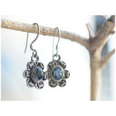 Blue skies blue topaz! Have great day my friends!  Photo by@klaraglam ...     #design #etsyshop #winelover #love #handmadejewelry #piedrassemipreciosas #joyeria #joyeriadeautor #inspiration  #instajewelry #jewelrygram #jewelrydesign #jewellery  #statementjewelry #jewelrylover #oneofakindjewelry #jewelryforsale #sterlingsilver #atehmodus #fashion #over40fashion #styleover40 #earrings #pendientes #ジュエリー #schmuck #boho #gypsystyle #vintageinspired #vintagejewelry