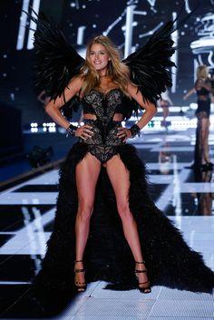 Doutzen Kroes on the runway at the 2014 Victoria s Secret Runway Show -  Swarovski Crystal Looks 95e3b8d6188