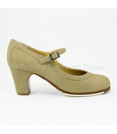 zapatos de flamenco profesionales en stock - Begoña Cervera - Salon Correa En Stock, Mary Janes, Flats, Fashion, Types Of Heels, Professional Shoes, Lounges, Loafers & Slip Ons, Moda