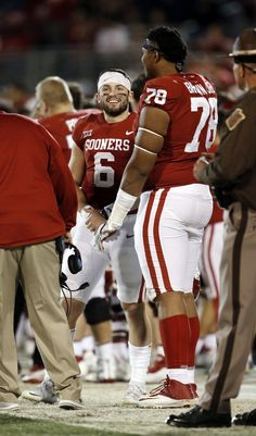 Oklahoma's Baker Mayfield and Orlando Brown talk on the sidelines during a college football game where the University of Oklahoma Sooners (OU) defeated the West Virginia Mountaineers at Gaylord Family-Oklahoma Memorial Stadium in Norman, Ok Semi Pro Football, Ou Football, College Football Games, Oklahoma Memorial, University Of Oklahoma, Orlando Brown, Oklahoma Sooners Football, Cleveland Browns History, Akron Zips