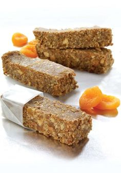 Recette NutriSimple Superbarres au café Healthy Deserts, Healthy Dessert Recipes, Healthy Baking, Snack Recipes, Vegetable Nutrition Chart, Nutrition Guide, Biscuits, School Lunch Recipes, Protein Bar Recipes
