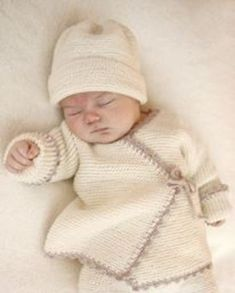 Bedtime Stories - Knitted wrap cardigan in garter st and crochet edge for baby in DROPS Baby Merino. Size premature - 4 years - Free pattern by DROPS Design Baby Patterns, Knitting Patterns Free, Knit Patterns, Free Knitting, Vogue Knitting, Free Pattern, Baby Sweater Patterns, Crown Pattern, Drops Patterns