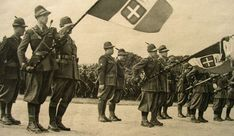 Maggio 1942, la Cuneense è schierata sul lungo Stura a Cuneo per rendere omaggio al Re Vittorio Emanuele III