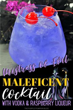 This Maleficent cocktail is a deliciously evil party cocktail for Halloween, or for sipping on while watching the Maleficent movies. It's sure to be a hit! Vodka Mixed Drinks, Party Drinks Alcohol, Vodka Cocktails, Fun Drinks, Disney Drinks, Cocktail Drinks, Halloween Punch, Halloween Cocktails, Halloween Party