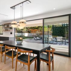 Dining room with a great view giving the impression that if you're inside and outside at the same time. Wood Glass, Dining Room Design, Great View, Interior Design, Table, Furniture, Home Decor, Nest Design, Decoration Home