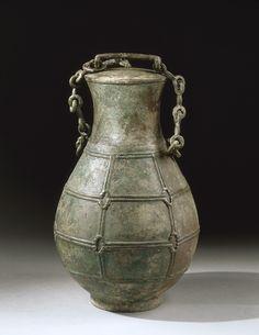 Vase à vin en bronze de la dynastie des Zhou orientaux, provenant du site de Liyu (Chine), fin du VIe siècle av. notre ère. Musée Guimet, Paris.