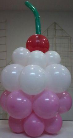 Cupcake com cluster de 6 balões