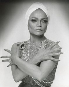 Eartha Kitt, ca. NYPL, Library for the Performing Arts / Billy Rose Theatre Division. Got to meet her once - she was beyond fabulous. Turbans, Headscarves, Vintage Hollywood, Classic Hollywood, Hollywood Glamour, Hollywood Stars, Black Is Beautiful, Beautiful People, Beautiful Women