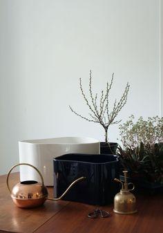 Artek Helsinki Viherhuone, Opuntia ja Green Home Book (Varpunen) Organic Lines, Organic Shapes, Garden Solutions, Bohemian Furniture, Cube Design, Home Office Space, Potted Plants, Plant Pots, Interior Inspiration