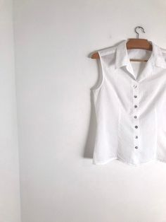 f8bd034b067 CACHAREL vintage simple white sleeveless button down blouse with textured  pointelle fabric / xs / s