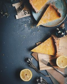 Lemon tart, photo & styling Paulina Kolondra Plus Food Photography Styling, Food Styling, Photography Tricks, Photography Lighting, Food Design, Slow Cooker Desserts, Cookies Et Biscuits, Food Art, Food Inspiration