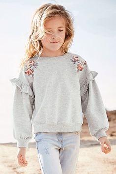 Add to her everyday wardrobe, girls' sweat tops. Kids Dress Wear, Baby Dress, Girls Fashion Clothes, Little Girl Fashion, Kids Winter Fashion, Kids Fashion, Blogger Moda, Girls Bomber Jacket, Mode Rose
