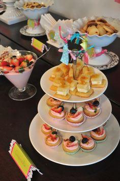 Festa de Aniversário / Birthday party Chá das Cinco / Tea party  Cores: rosa, pistache, turquesa / Colors: pink, pistachio, teal Design: www.conka.com.br Comida/Food: @Gleydston Martins / Luan Moura