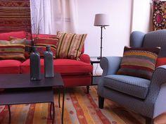 Surprinde-ti invitatii! Confort si calitate!   #kainternational #decor #amenajari #profiledecorative #tapet #mobila #tesaturi #mobilatapitata Sofa, Couch, Showroom, Interior, Furniture, Design, Home Decor, Settee, Settee