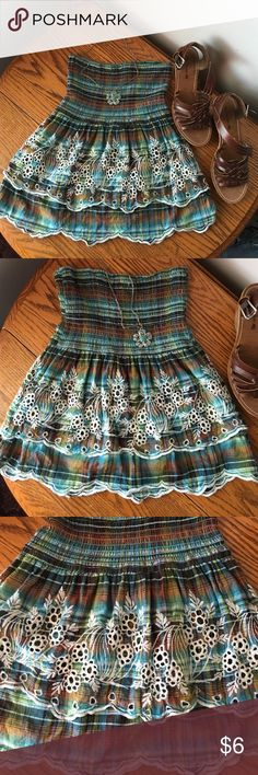 Beautiful strapless size small top A beautiful size small strapless top , it's absolutely gorgeous & in great condition Tops Blouses