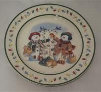 Snowmen friends are getting the Christmas tree ready! Great color and design - this 1995 Longaberger Christmas plate is 9 inches in diameter. Christmas Plates, Christmas Tree, Decorative Plates, Basket, Snow, Tableware, Holiday, Handmade, Friends