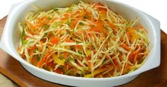 Vă prezentăm o rețetă de salată devarză delicioasă și aspectuoasă, ce esteo sursă bună de vitamine pe timpul rece. Această salată este diferită de variantă clasică de varză marinată, deoarece este perfect combinată cu ardei gras aromat. Datorită ardeiului, salată capătă o aromă irezistibilă, cu un gust puțin dulce și picant în același timp. Echipa … Indian Salads, Types Of Salad, Cooking Recipes, Healthy Recipes, Cooking Instructions, Russian Recipes, What To Cook, Salad Dressing, Japchae