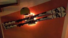 Wandhalterung / Wandhalter / Wall Mount mit integrierter LED Einheit für Carving Ski inklusive Helmhalterung.