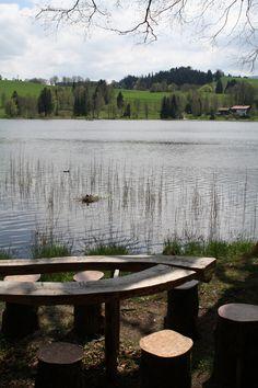 Sitzgruppe mit den Namen der Apostel unter den Sitzen, Soier See, Bad Bayersoien, Ammergauer Alpen
