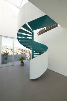 wendeltreppe weiß blau metall architektur