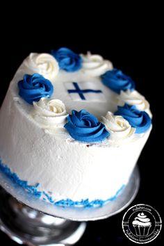 Itsenäisyyspäivän sinivalkoinen täytekakku mustikka-vadelmatäyteellä. Blue and white cake for Finland´s independence day.