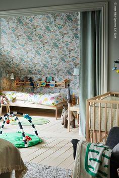 Nattliga behov och krav blir annorlunda när en nyfödd bebis kommer till världen, men det som inte ändras är storleken på ditt hem. Så här kan du skapa plats för hela familjen samtidigt som uttrycket blir harmoniskt och samordnat: den prisvärda SNIGLAR serien matchar både dina behov och varandra! KLAPPA Babygym, SNIGLAR Sängstomme med ribbotten, bok. Sniglar, Bok, Curtains, Inspiration, Home Decor, Biblical Inspiration, Blinds, Decoration Home, Room Decor