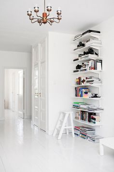 White Home Office Details | Ideas for #homeoffice | Interior Design | Decoration | Organization | Architecture | Shelf | Books
