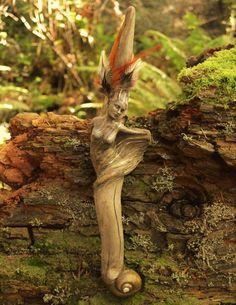 """Legno, argilla, conchiglie sono i materiali utilizzati da Debra Bernier per creare sculture affascinanti. Le opere dell'artista di Victoria (Canada), rappresentano gli spiriti della natura fusi in sembianze umane. """"Ogni pezzo di legno – spiega Bernier – è già una scultura creata dalle carezze delle onde e del vento. Il legno racconta già la sua..."""