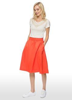 pleated skirts and trainers  | ФУТБОЛКА С АППЛИКАЦИЕЙ 2655667 от 899 руб. - купить в ...
