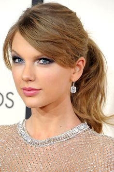 Taylor Swift 2014 - bouncy pony and silver liner.