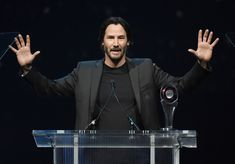 Keanu Reeves Photos - Keanu Reeves Chats on the Phone - Zimbio
