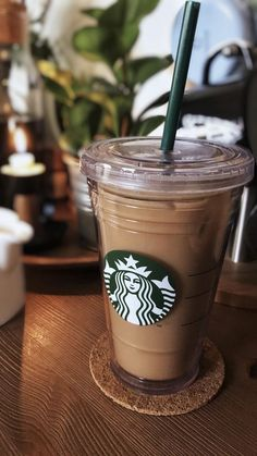Image in Food And Drinks collection by lyls on We Heart It Comida Do Starbucks, Bebidas Do Starbucks, Starbucks Drinks, Coffee Love, Iced Coffee, Coffee Drinks, Coffee Enema, Coffee Break, Aesthetic Coffee