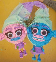 #PiñataGemelas #Trolls #Satin y #Seda  en este caso por más que busco el cliente  esté diseño nunca lo encontro pero se acercó a nosotros y pudimos ayudarlo. #PiñatasPersonalizadas ✂