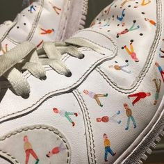 I'm gonna love this site! How cute are these Cheap Nike Shoes Looks Street Style, Looks Style, My Style, Outfit Online, Kleidung Design, Diy Vetement, Painted Shoes, Painted Sneakers, Mode Vintage