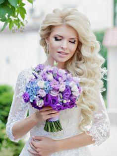 Свадебная прическа и выразительный свадебный макияж.