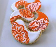orange and white paisley cookies Galletas Cookies, Iced Cookies, Cut Out Cookies, Cute Cookies, Royal Icing Cookies, Holiday Cookies, Sugar Cookies, Christmas Desserts, Fun Desserts