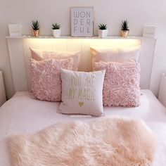 Girl Room Decor Ideas - How can I clean my room in 1 minute? Girl Room Decor Ideas - How do I clean my room perfectly? Pretty Bedroom, Dream Bedroom, Teen Room Decor, Home Decor Bedroom, Cleaning My Room, Teenage Room, Headboards For Beds, Little Girl Rooms, My New Room