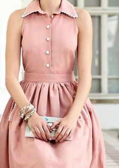 Oh, i would LOVE to have a dress like this to wear this summer!!!  I love the shape of this & the color!!!    ;)