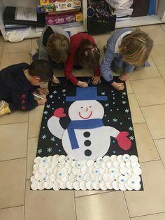 Diy Felt Christmas Tree, Christmas Crafts For Kids To Make, Easy Crafts For Kids, Handmade Christmas, Winter Activities, Christmas Activities, Activities For Kids, Classroom Birthday, Snowman Crafts