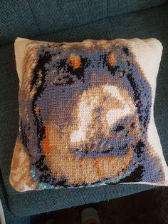 Throw Pillows, Bed, Dog Crochet, Pet Dogs, Cushions, Stream Bed, Decorative Pillows, Decor Pillows, Beds