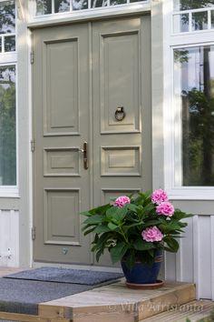 Best Front Doors, Double Front Doors, Garden Inspiration, Room Inspiration, Painted Front Doors, Door Steps, Front Door Colors, Old Doors, House Goals