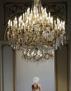 Now this is what you call a chandelier! Mirrors And Chandeliers, Elegant Chandeliers, Antique Chandelier, Chandelier Lighting, Crystal Chandeliers, Types Of Lighting, Beautiful Lights, Light Up, Decoration
